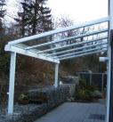Das Terrassendach auf Steingabionen montiert in Leonberg