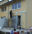 Montage der Seitenverglasung am Terrassendach